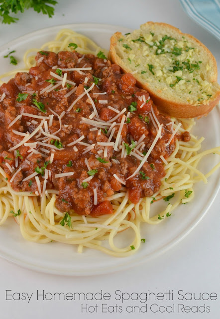This is a delicious and easy to make pasta sauce! Perfect for dinner or a pasta bar party! Can also be made in the slow cooker! Easy Homemade Spaghetti Sauce Recipe from Hot Eats and Cool Reads!