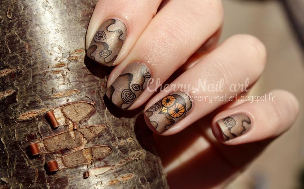 nail art bois et hibou abstrait