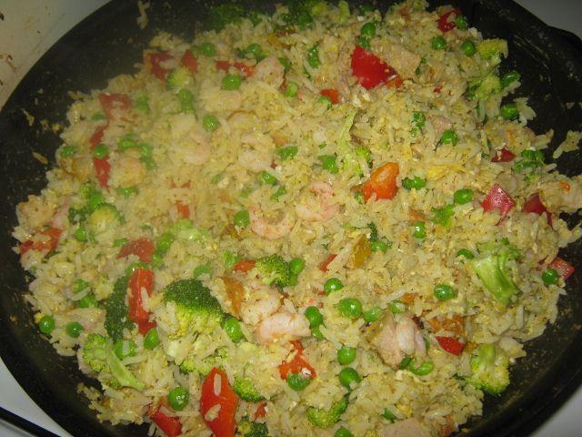 japansk ris med blandet fisk
