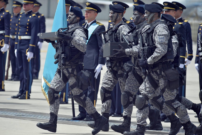 Así es el nuevo camuflado táctico de la Fuerza Aérea Colombiana.