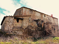 """La façana de ponent del Vilar, on es pot apreciar la cisterna de dos pisos. Autor: Francesc """"Caminaire"""""""