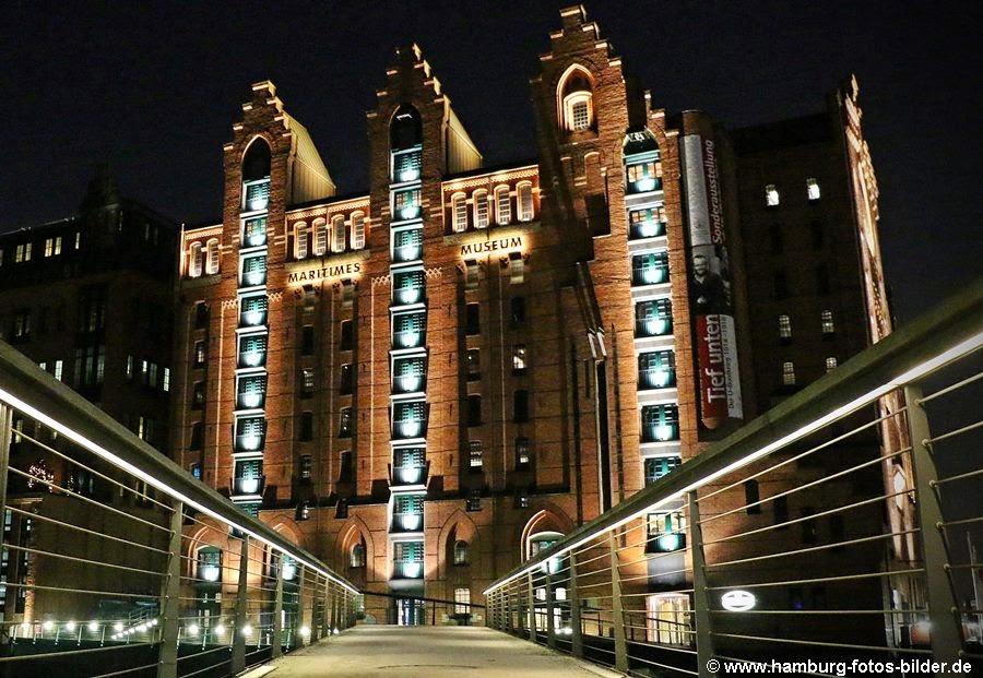 Maritimes Museum bei Nacht
