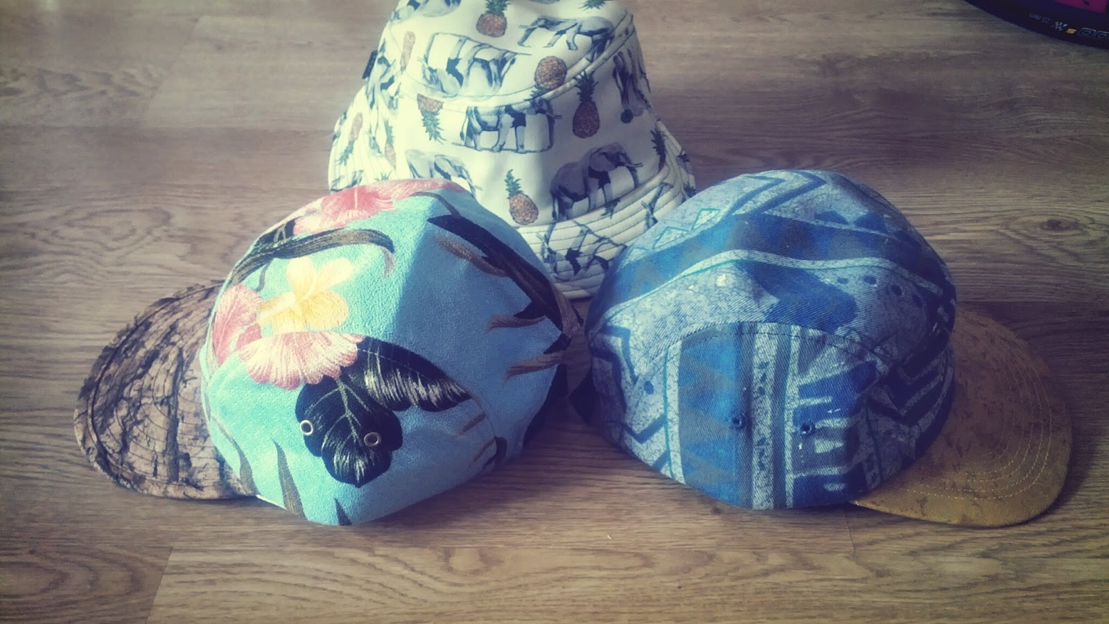 #PRODUCTREVIEW: Ellie Hayes five panel and hat...fashion in your head!