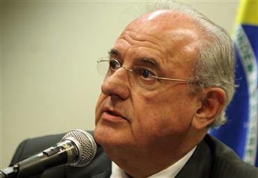 Jobim evita comentar demissão e passa os esclarecimentos para a presidente Dilma Rousseff