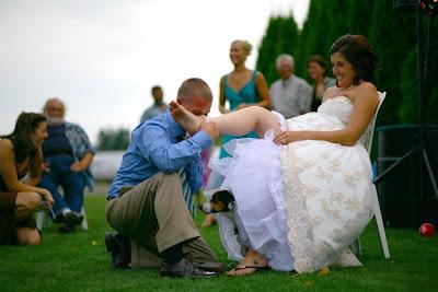 perro bajo el vestido de la novia