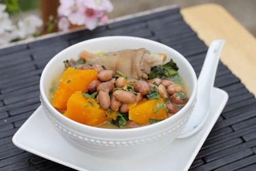 Vietnamese Food Culture - Móng heo Hầm Bí Đỏ và Lạc