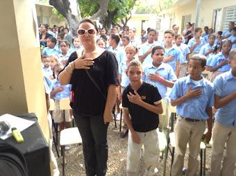 Estudiantes manzanilleros en un canto a la patria