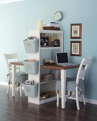 Escritório caseiro, mesa e cadeiras