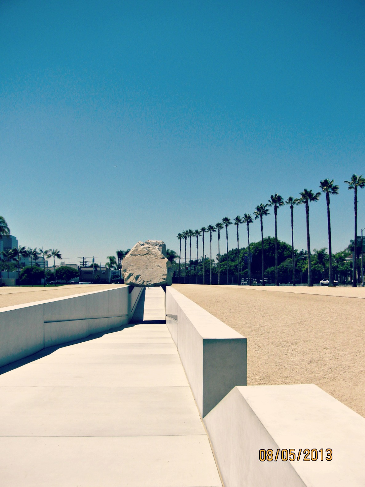 LACMA // Levitated Mass from the Ramp