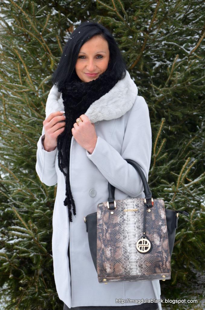 Płaszczyk Mohito w zimowej scenerii  i noworoczne życzenia :)