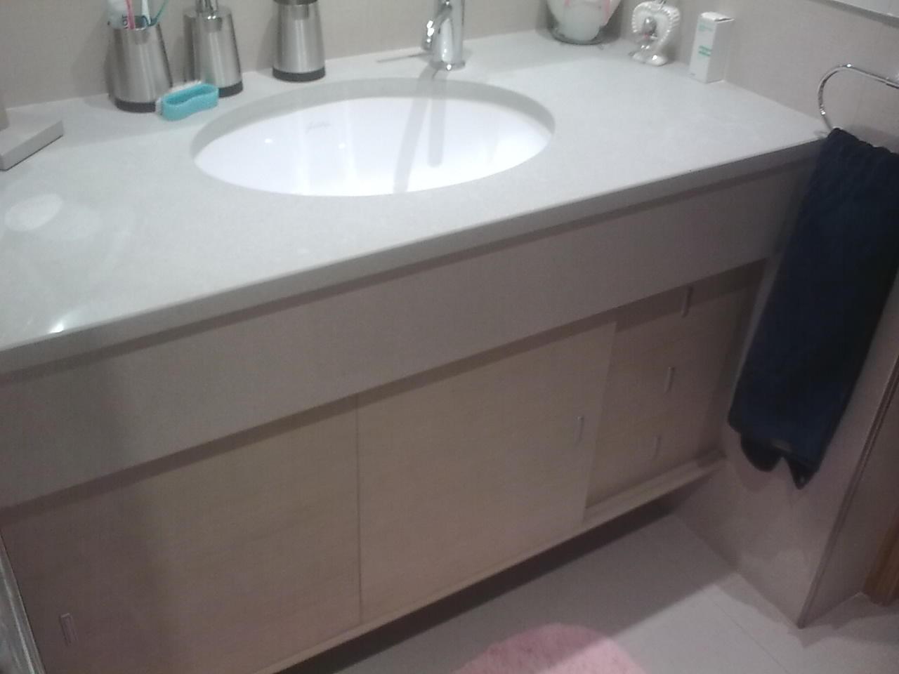 mueble bajo lavabo en chapa de roble prefabricado