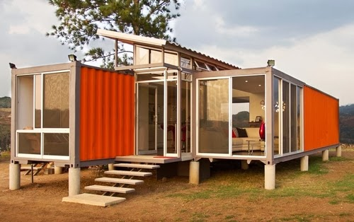 05-Day-Side-View-Recycled-Container-House-Architect-Benjamin-Garcia-San-Jose-Costa-Rica-Solar-Panels-Recycled-Metal-www-designstack-co