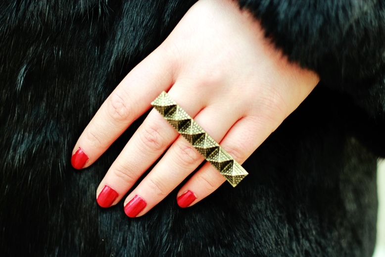 Pyramid Stud Detail Three-Finger Ring oasap, drei finger ring, gold three finger ring, oasap ring gold blogger, la dolce fashion vita