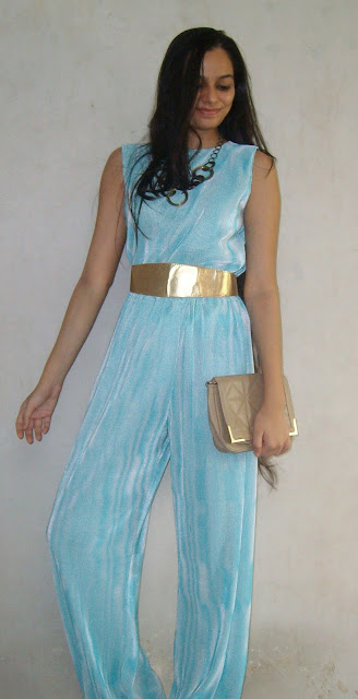 mint jumpsuit, tailored, mint, how to wear mint, golden belt, gold, chic indian outfits, fashion blogger, mumbai fashion, party outfit ideas for new year