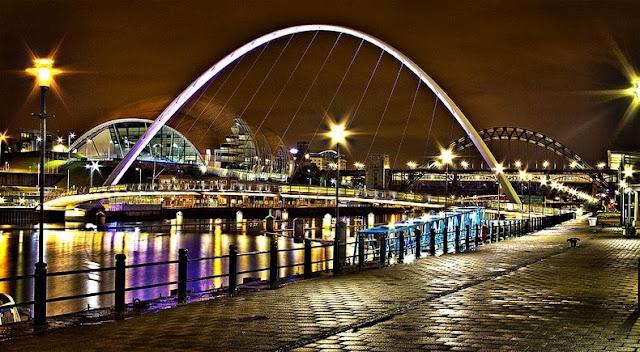 puente inclinable Gateshead Millennium