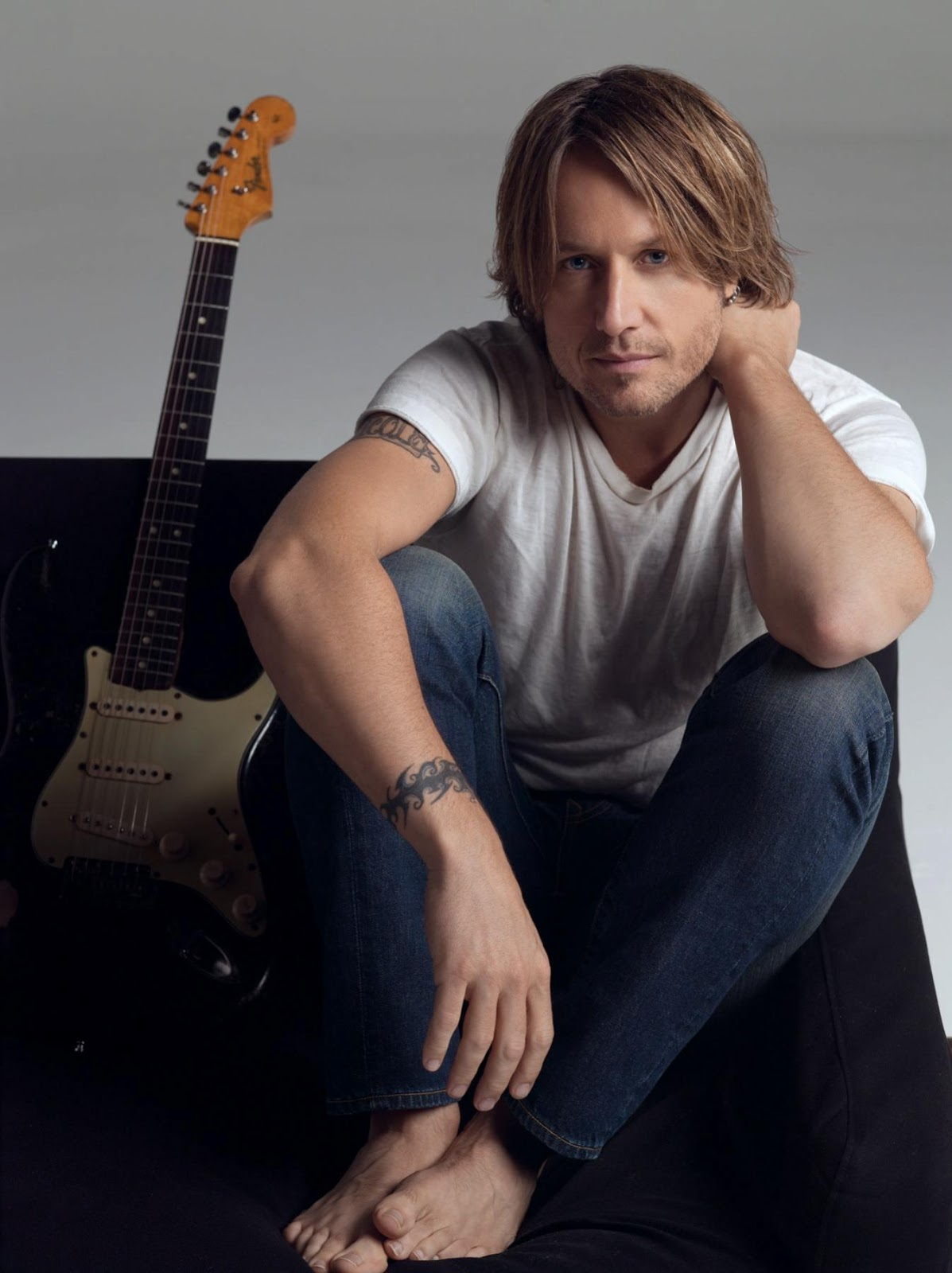 Famous Male Feet: Keith Urban