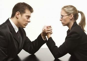 تعرف على الاشياء التى تستطيع المرأة فعلها.....ولا يستطيع الرجل  - امرأة تتحدى رجل - تلعب رست - woman challenge man