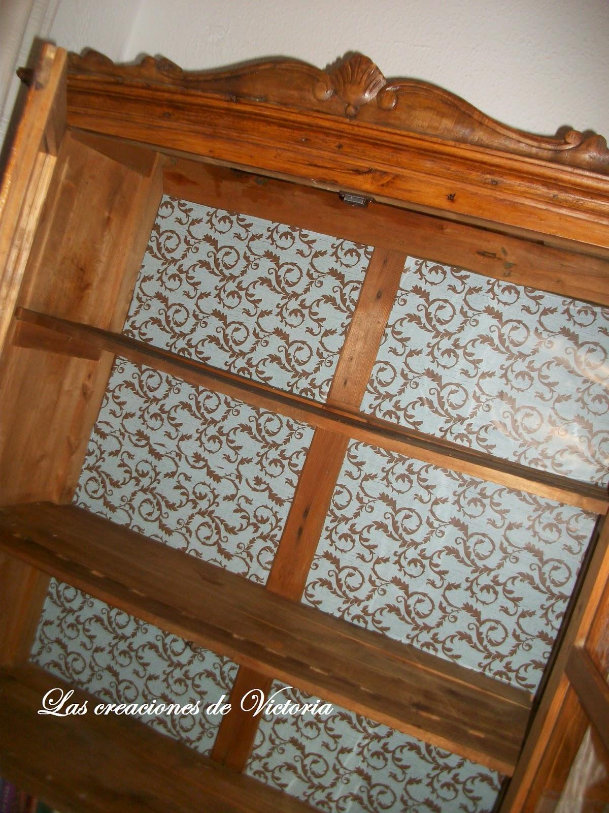 Las creaciones de Victoria.Restauración vitrina antigua de madera