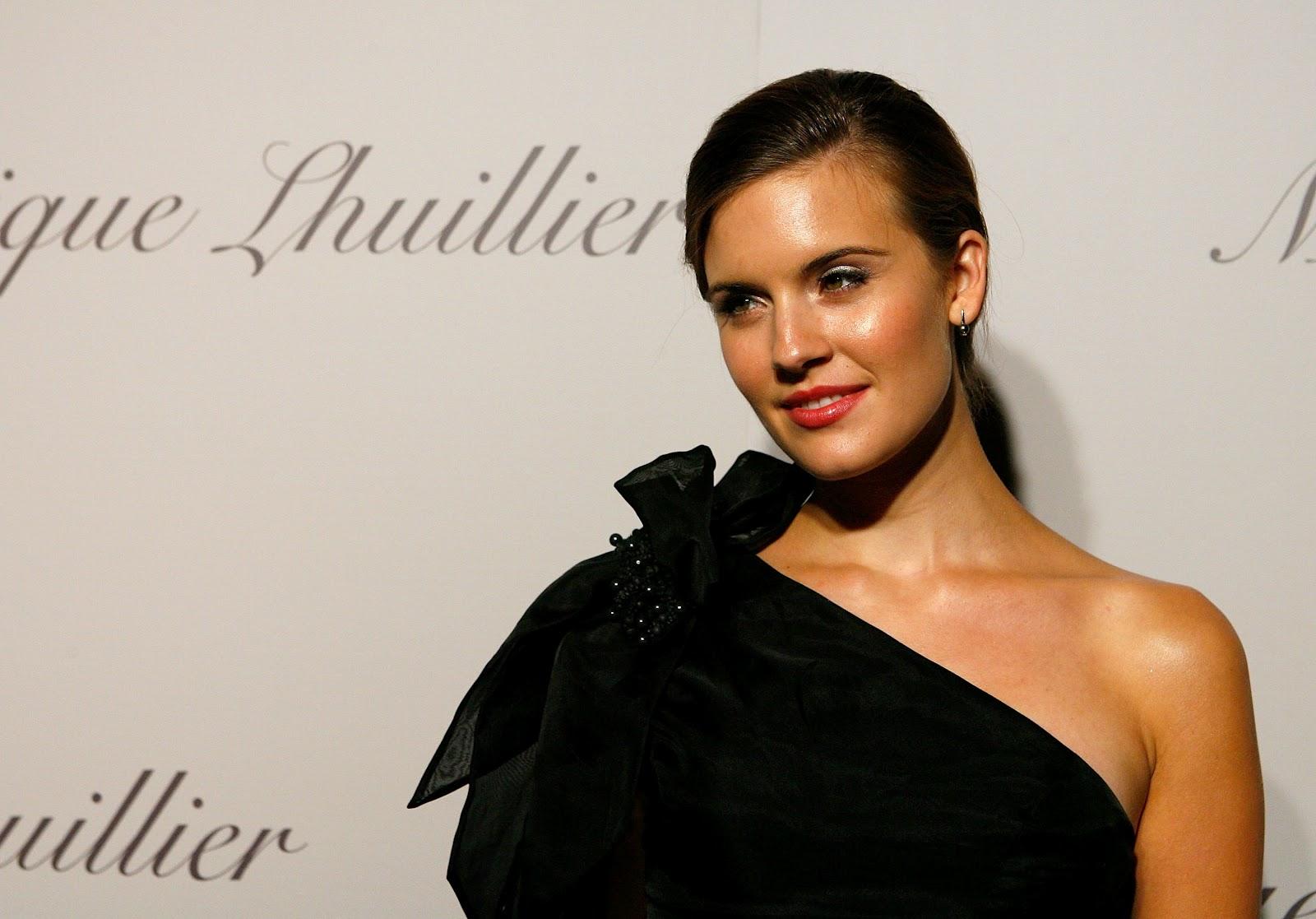 http://3.bp.blogspot.com/-DEuRy5yOeVo/T4r9iL634_I/AAAAAAAAFcY/g7bwF48xVGo/s1600/01899-celebutopia-maggie-grace-monique-lhuillier-s.jpg