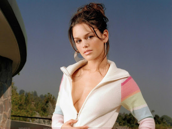 Rachel Sarah Bilson Wallpapers-1600x1200