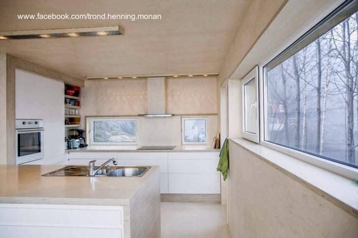 Cocina de la cabaña autoconstruida en Noruega