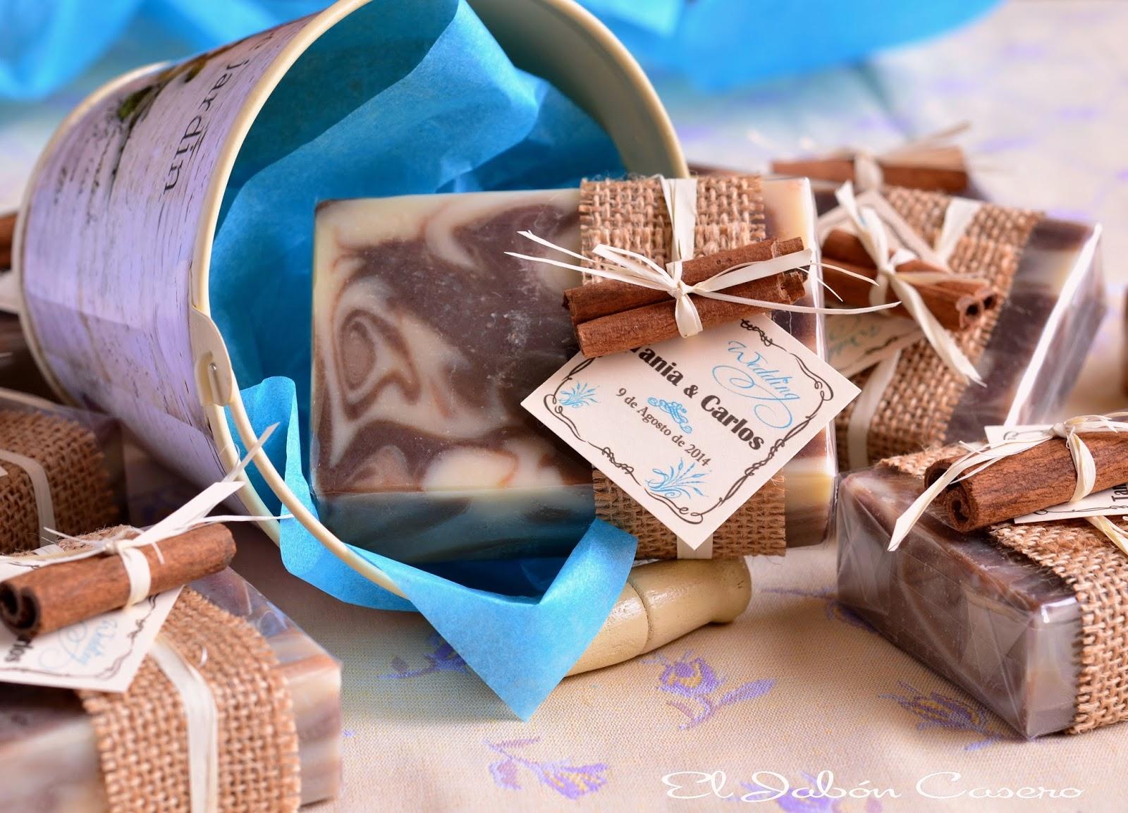Jabones de chocolate personalizados para detalles de boda