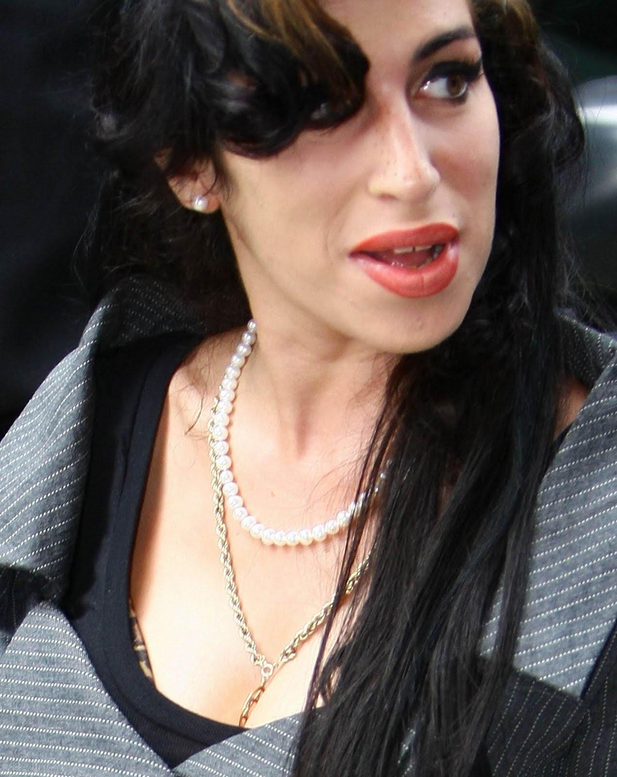 http://3.bp.blogspot.com/-DFBiteyPw08/Tiv3T_kwVFI/AAAAAAAAKOI/Hy-sinWqHr0/s1600/Amy+Winehouse+Pictures.jpg