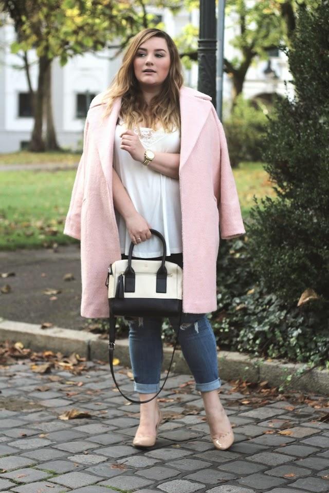 Trend: rosa Mantel – auch für kurvige Frauen?