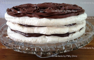 Torta+suspiro A Rainha dos chocolates em Salvador fez aniversário e quem fez os Bolos para o seu chá da tarde ?