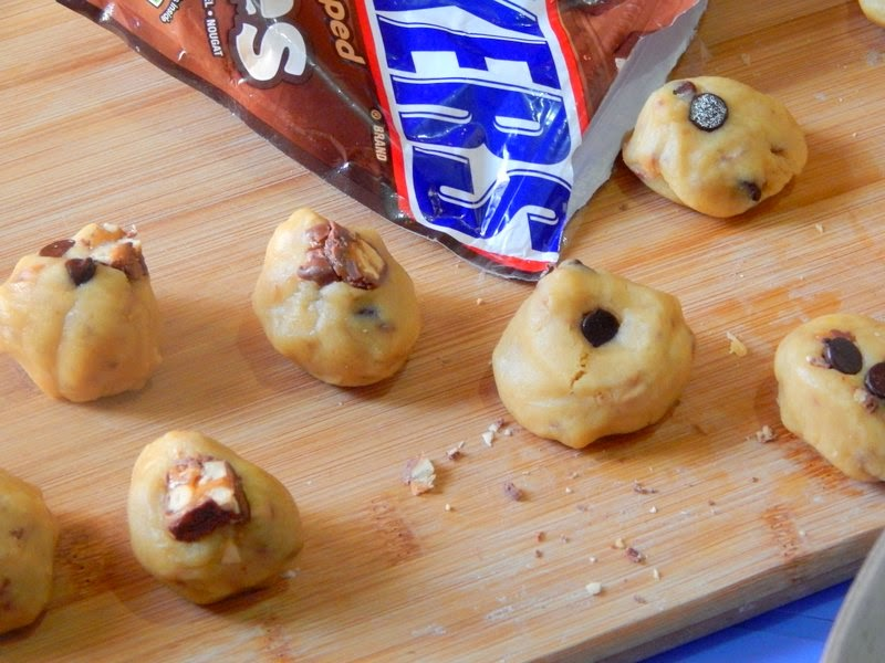http://www.nazkitchenfun.com/2013/12/thick-chunky-snicker-cookies-for-santa.html