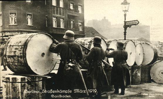 Pasukan Freikorps berusaha merebut People's Marine House (Maret 1919)