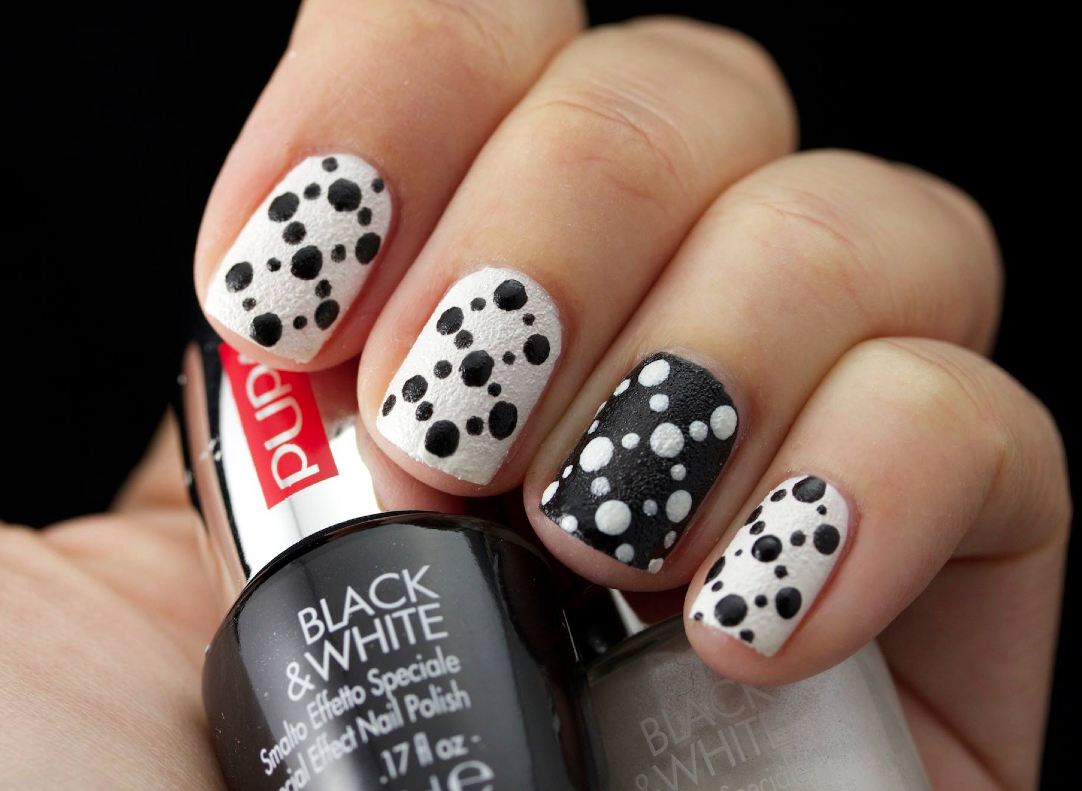 http://www.pupa.it/ita/pupa-nail-academy/Video-nail-academy/nail-art-blackewhite-reversed-dots-.aspx