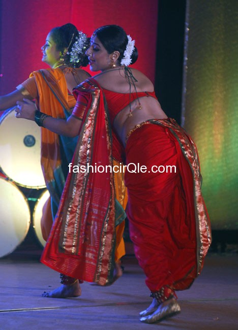 vidyA balan in lavani dress hot pic -  Vidya Balan does Lavani dance at Ranga Sharda HOT