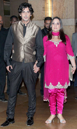1 - Zayed khan with wife Malaika  at Vashu Bhagnani's daughter Honey Bhagnani's sangeet