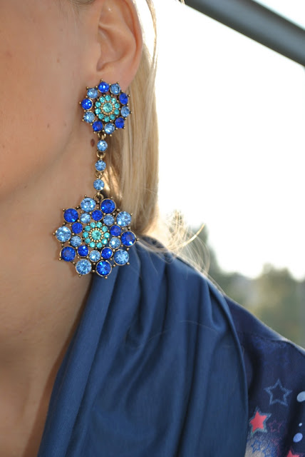 orecchini happiness boutique orecchini blu come abbinare gli orecchini blu outfit blu orecchini con pietre azzurre e blu happiness boutique earrings how to wear blue earrings how to combine blue earrings how to match blue earrings outfit maglia in seta stampata maglia fattori fattori abbigliamento come abbinare una maglia stampata silk shirt how to wear silk shirt how to combine silk shirt fattori silk shirt  outfit casual invernali outfit da giorno invernale outfit dicembre 2015 december outfit casual winter outfit mariafelicia magno fashion blogger colorblock by felym fashion blog italiani fashion blogger italiane blog di moda blogger italiane di moda fashion blogger bergamo fashion blogger milano fashion bloggers italy italian fashion bloggers influencer italiane italian influencer