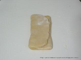 estirando mas de hojaldre con la mantequilla en medio 1