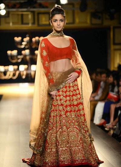 http://3.bp.blogspot.com/-DGWg9YXBPEs/U8zCIUf6_NI/AAAAAAABvok/zzdCgYyXsIA/s1600/Alia+Bhat+and+Aditya+Rao+kapoor+walk+the+ramp+for+Manish+Malhotra+at+India+Couture+Week++(10).jpg