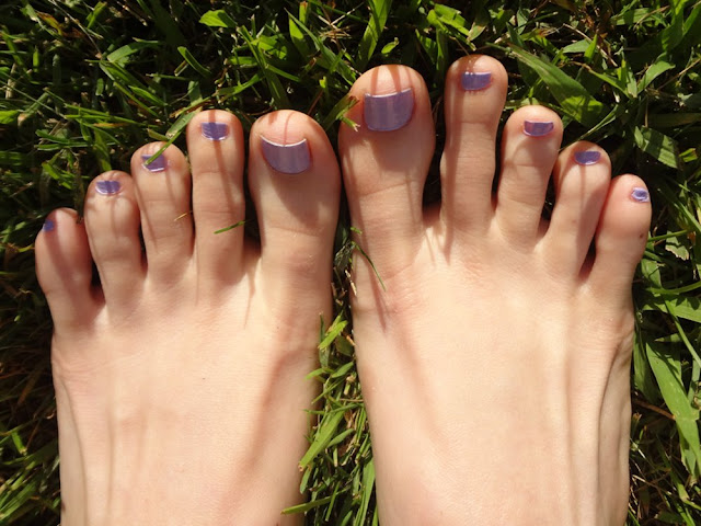 Lacy Lilac nail polish on toenails