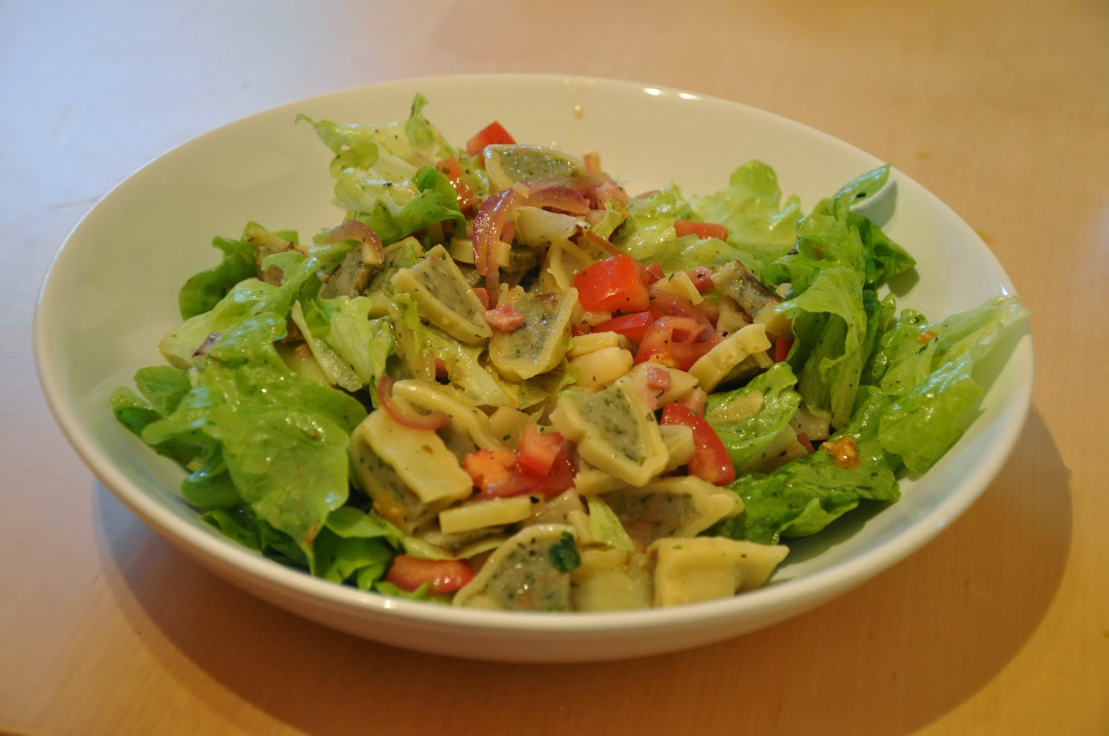 Spannenlanger Hansel, nudeldicke Dirn' - Leckere Birnenverwertung | Salat mit gebratenen Birnen, Speck und Maultaschenstreifen
