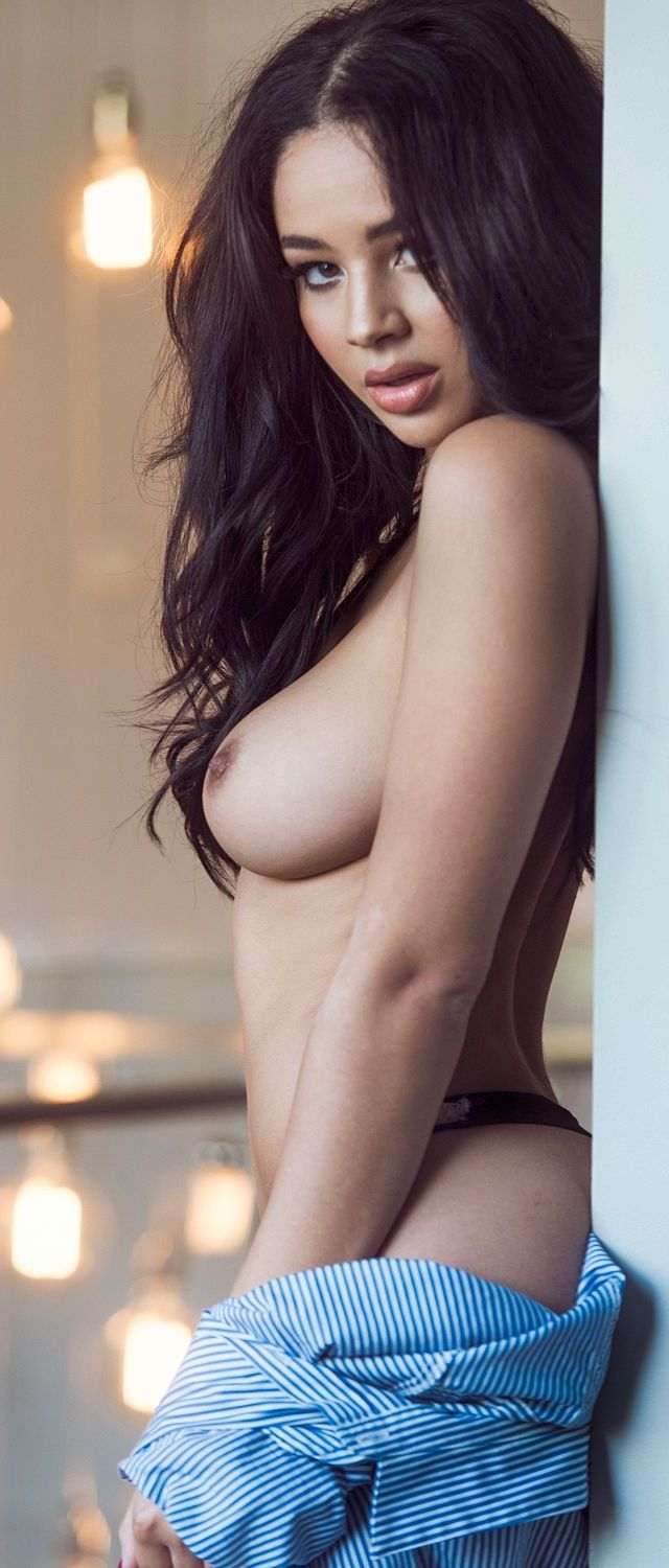 Courtnie Quinlan en topless