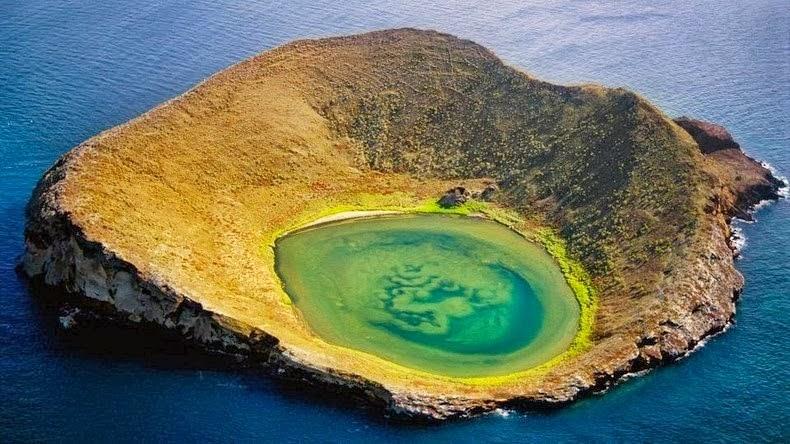 http://www.sdpnoticias.com/estilo-de-vida/2014/03/05/conoce-las-rocas-brainbridge-de-las-islas-galapagos
