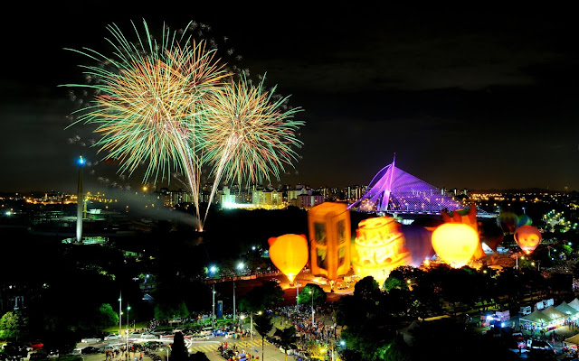 Putrajaya-fith-international-hot-air-balloon-fireworks