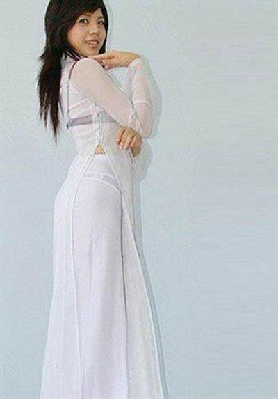 Nữ sinh với áo dài mỏng nhìn rõ đồ lót 15