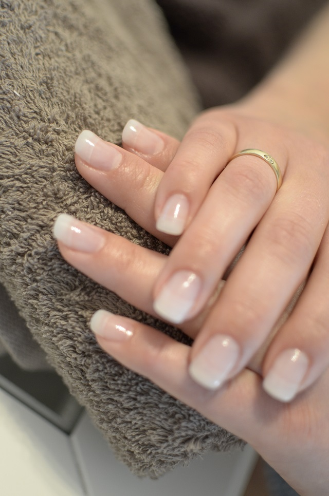 THE FUZZY CORNER: WEDDING NAILS