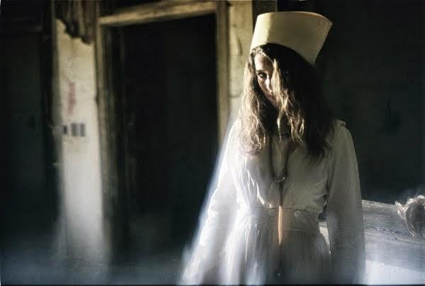 Perawat dan Dokternya Ternyata Hantu