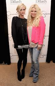 Crazy days and nights jessicas 60 pound weight loss over the weekend jessica simpson posed on the red carpet with her sister and showed off not only her 60 pound weight loss but ashlee simpson showed what publicscrutiny Images