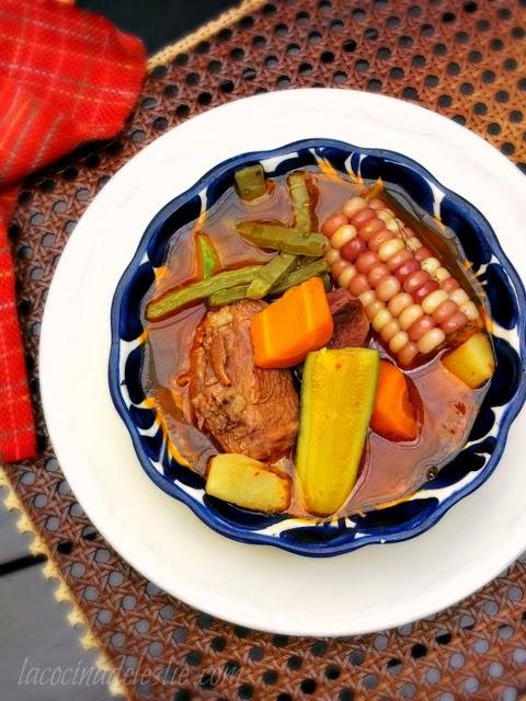 Cocido Rojo (Mexican Beef Stew) - lacocinadeleslie.com
