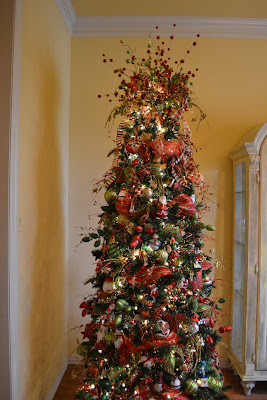 first i have to show you how my tree looked when we got it down from the attic doesnt it look wonderful lol i cant believe i just left everything on - When Do You Decorate For Christmas