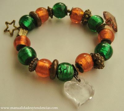 Pulsera de charms verde y naranja/ Charms bracelet / Bracelet de charms