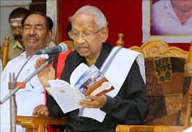 உமாமகேசுவரம் நூலுடன் திராவிடர் கழகத் தலைவர்